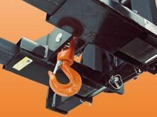 Подъемный крюк, закрепленный на вилочном захвате